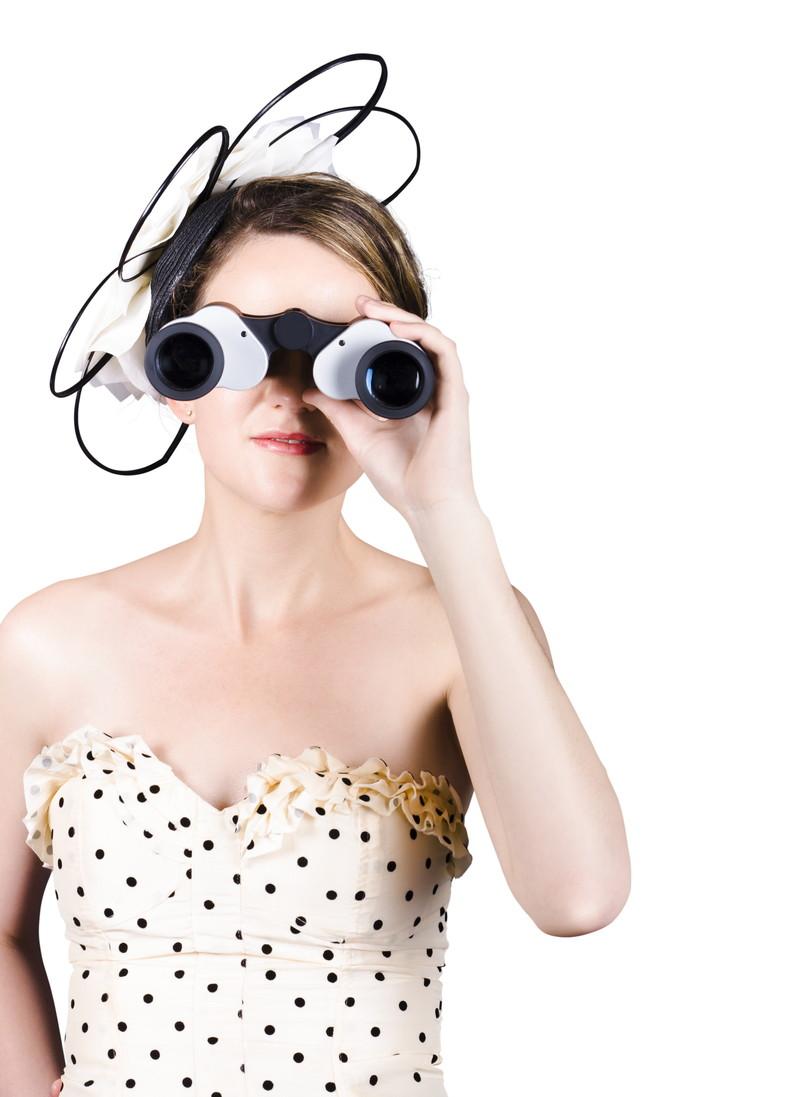 双眼鏡で見る